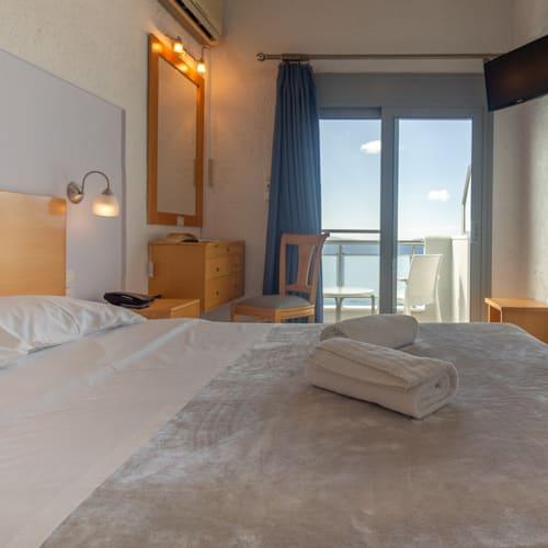 aivali-room-round2